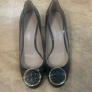 Tory Burch pump Sz 6.5 black gold new beauty